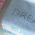 Des vêtements bébé mixtes : ma sélection pour les beaux jours !